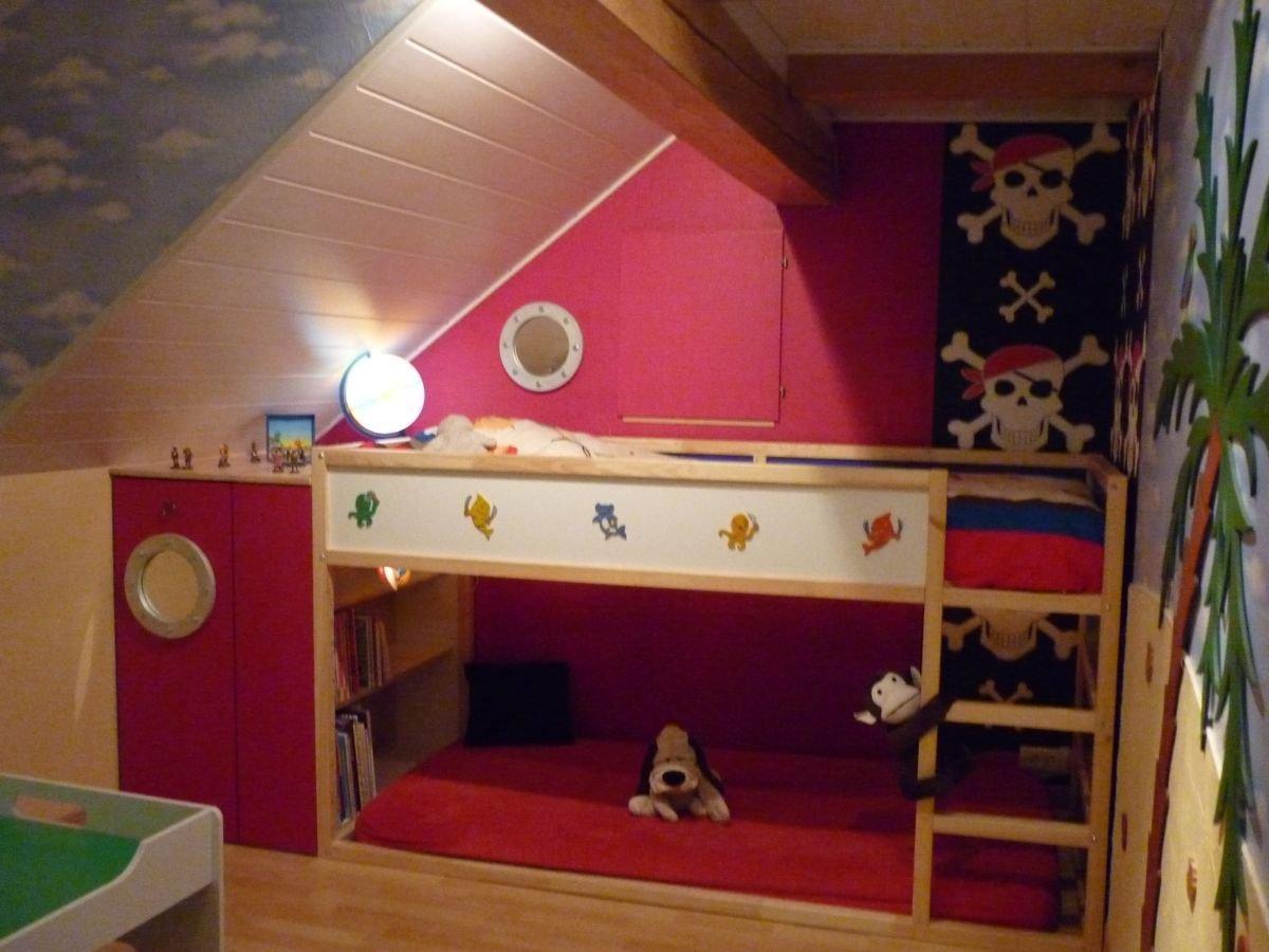 Chambre pirate deco chambre enfant for Lit sous pente de toit